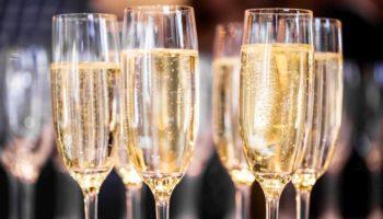 Шампанское хранится от 6 месяцев и до бесконечности