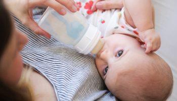 Разведенную смесь в бутылочке можно хранить от 3 часов до суток