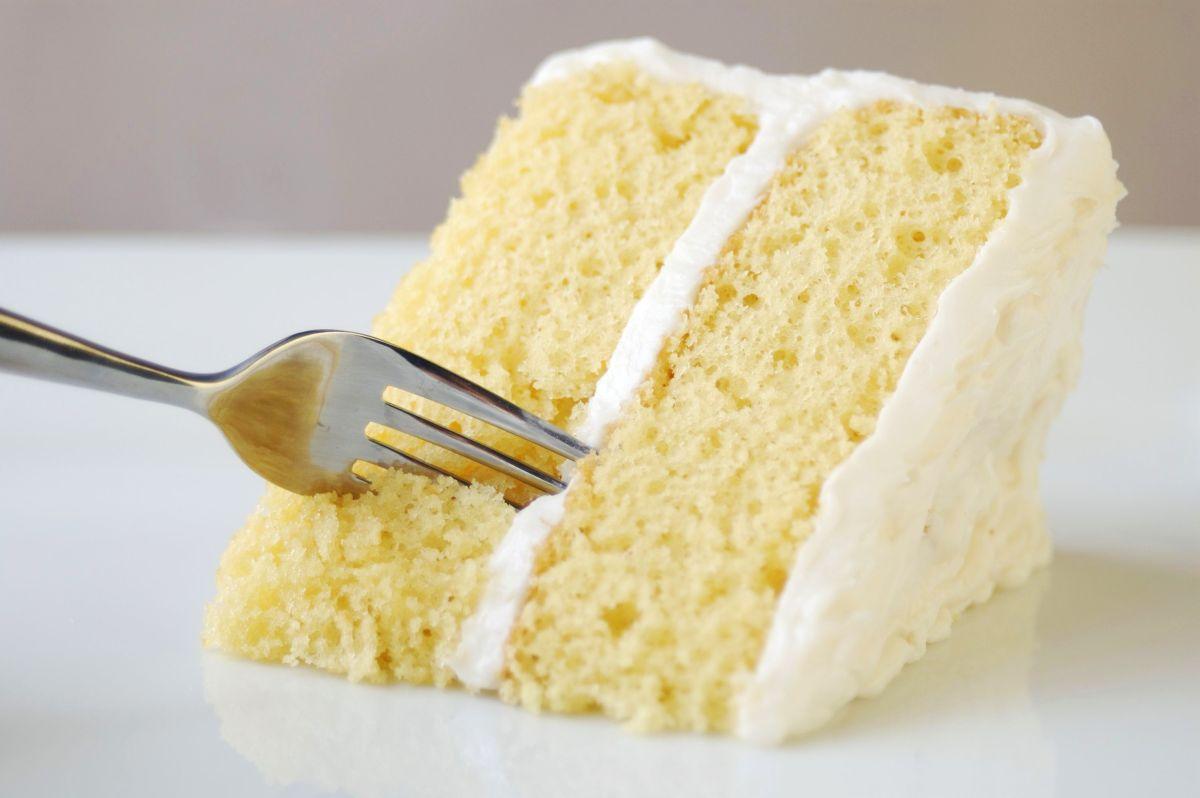 кусок бисквитного торта